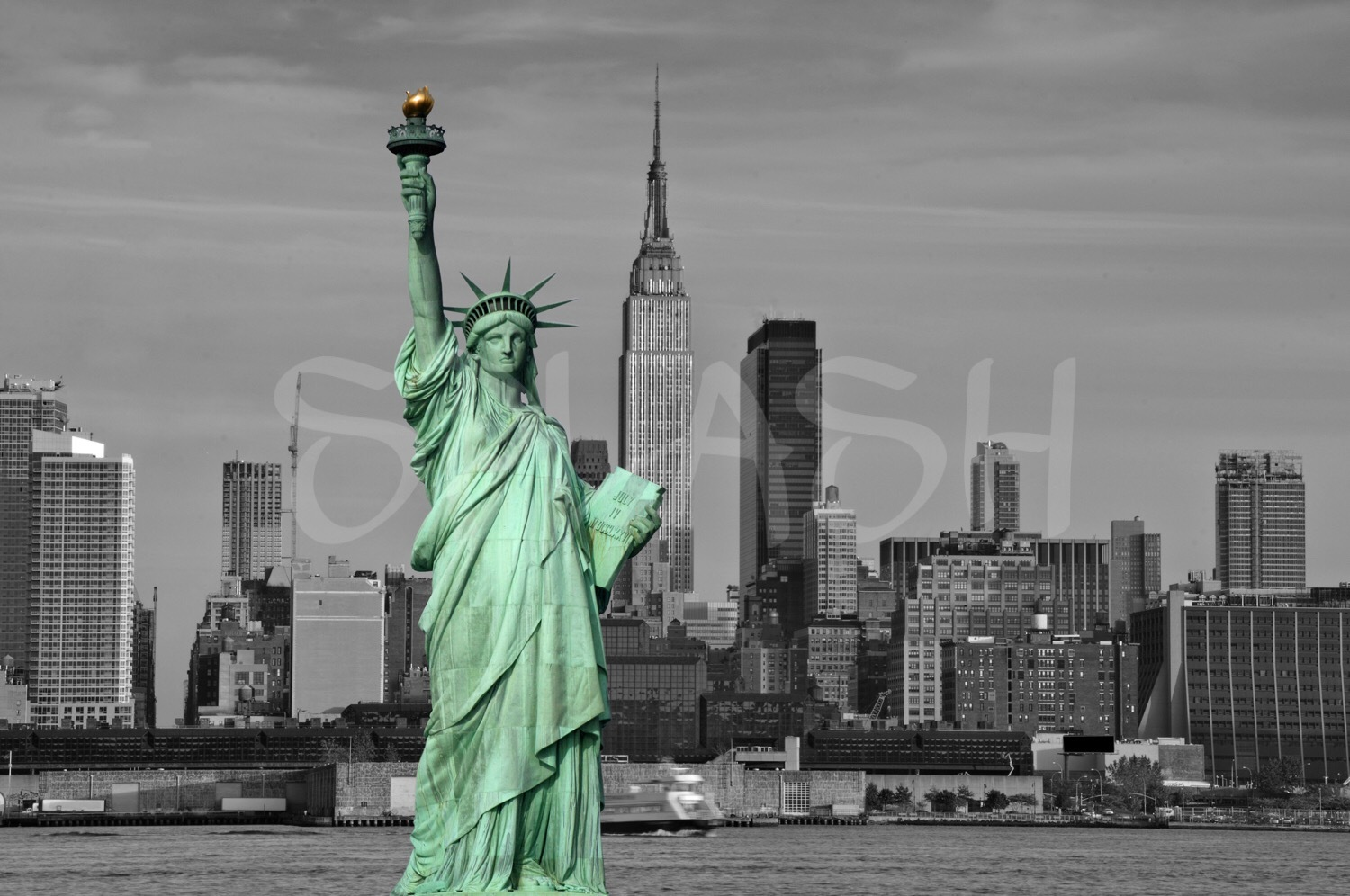 SP317-Cuadro-moderno-decoracion-guapo-splash-New_york-estatua-libertad-skyline-urbano-blanco-negro
