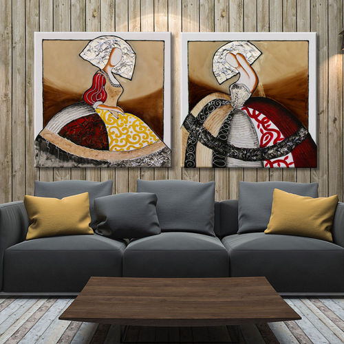 Paintings of Meninas ocher in couple